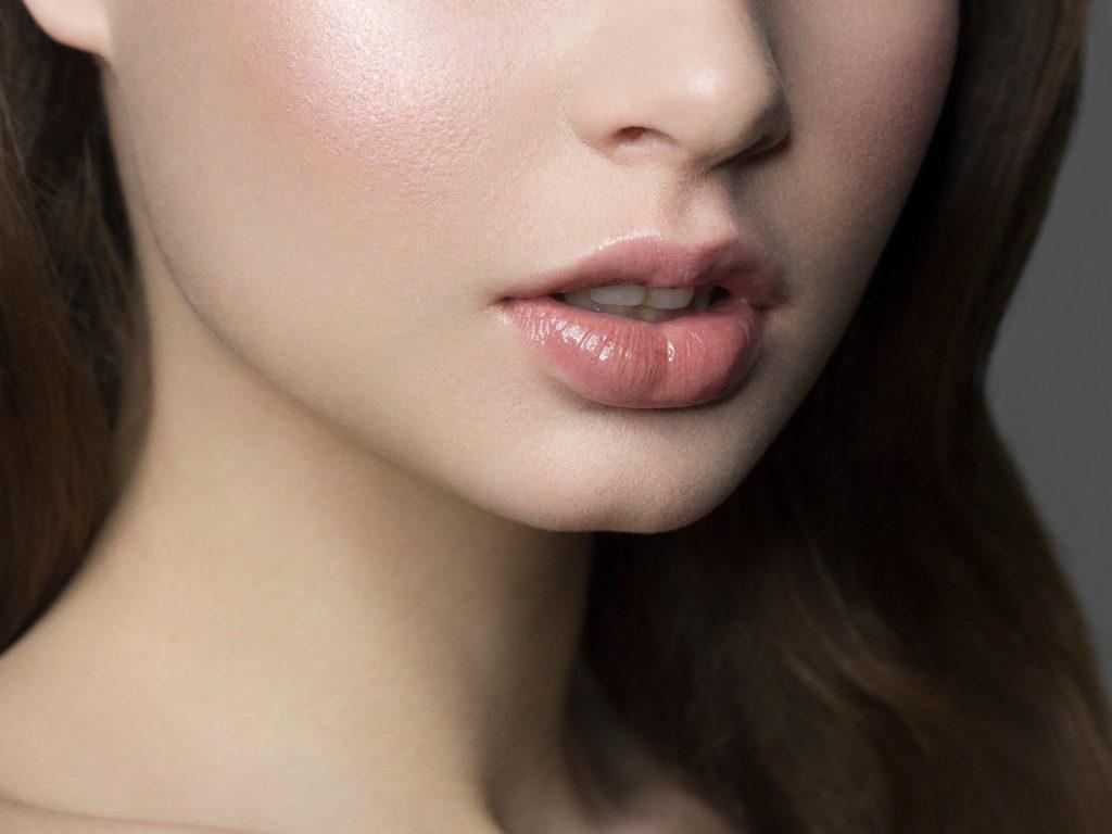 肌つやのある女性の顔